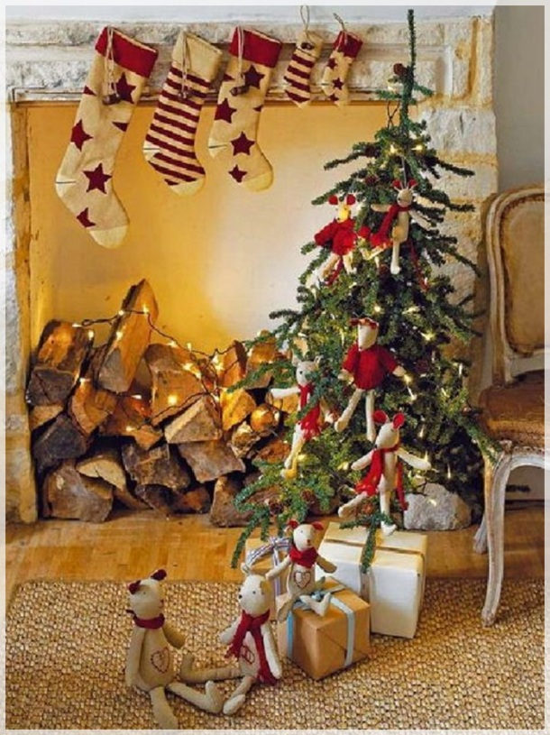 5-Ideas-Christmas-Tree-for-Children-Room-Decoration-small-christmas-tree-for-kids-with-hanging-some-toys