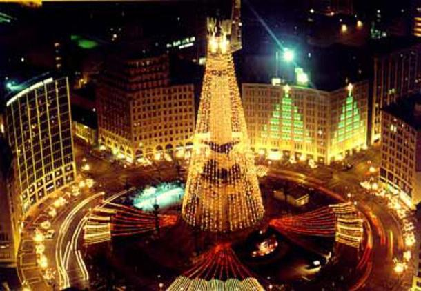 Christmas Tree - Obelisk -Indianapolis